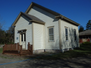 The 1827 Quaker meetinghouse in Mattapoisset, Massachusetts, is one of a string of Friends congregations in communities along Buzzards Bay.